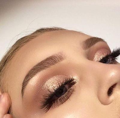 2.Pilih eyeshadow smokeys eyes