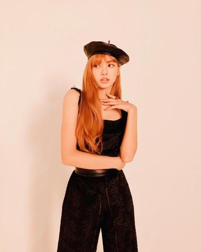 5. Gaya Chic Lisa