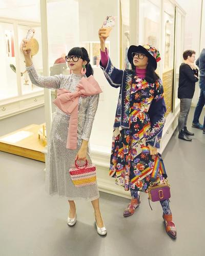 "Karya Diana Rikasari, Blogger Indonesia ""Fashion Mode"" Sampai Popular di Pameran Museum Swiss!"