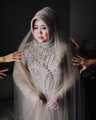 Penampakan Gaun Pengantin Risa Saraswati yang Mencuri Perhatian