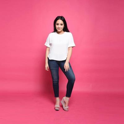 1. Tampil Cantik dengan Skinny Jeans