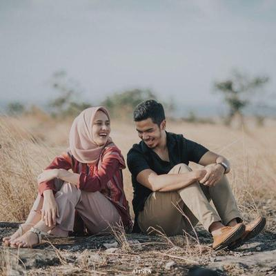 Inspirasi Prewedding Islami Tanpa Bersentuhan Tangan Namun Tetap Romantis