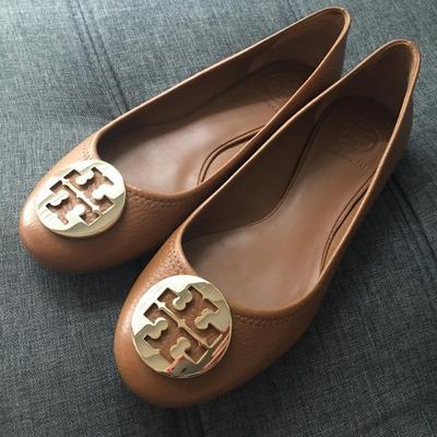Rekomendasi Flat Shoes Wanita Branded Ini Akan Membuat Penampilan Kamu Lebih Oke! Intip Disini Produknya!