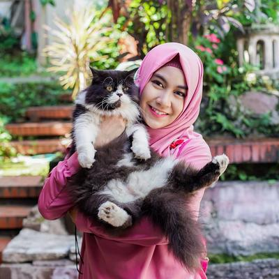 Potret Kebersamaan Artis Indonesia Bareng Kucing Peliharaan, Dua-duanya Bikin Gemas!