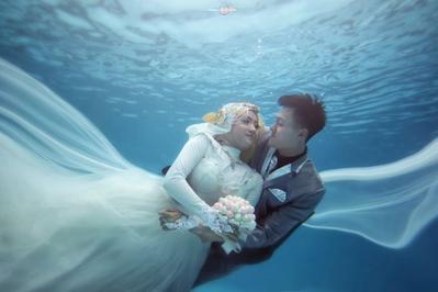 Ide Foto Pre-Wedding Hijab Ini Cantik dan Oke Banget! Bisa Jadi Inspirasimu, Ladies