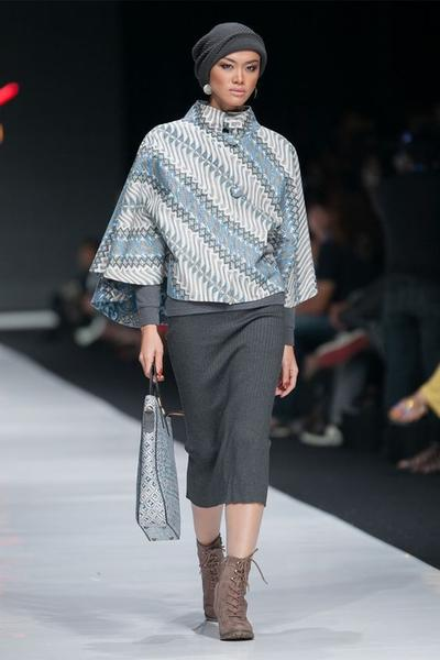 Mau Tampil Fashionable ke Kantor? 5 Model Baju Batik Cantik Ini Bisa Kamu Pakai