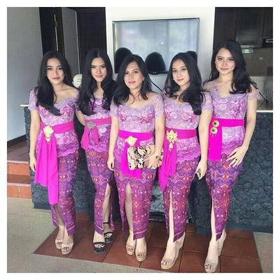 4. Model Kebaya Brokat Bali