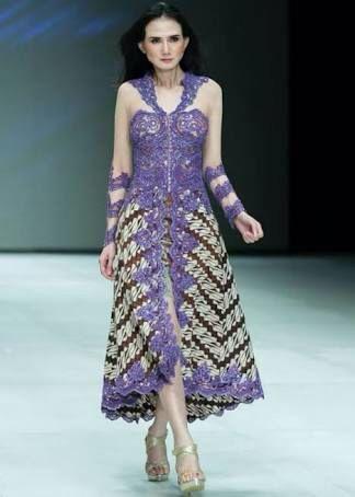 6. Model Kebaya Brokat Batik Transparan