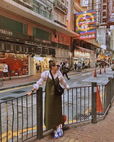 Tampil Chic dengan Perpaduan Sheer Clothes dan Trap Dress Bukti Kalau Enzy Fashionable Banget