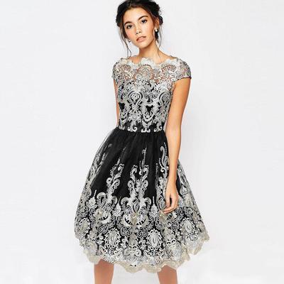 Simple dan Cantik! Ini Ide Sederet Gaun Menarik yang Bisa Kamu Pakai Saat Kondangan
