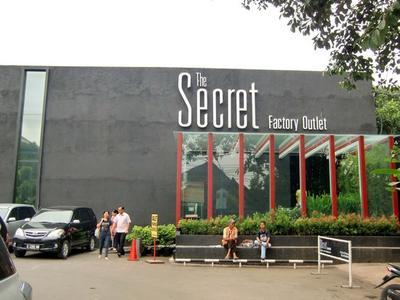 Lagi  Jalan-jalan di Bandung? Jangan Lupa Mampir ke Factory Outlet Terbaiknya yang Punya Koleksi Kece Ini, Ladies