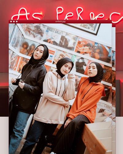 7 Ide Padu Padan Jaket Hoodie dan Hijab untuk Inspirasi OOTD Kamu. Kece dan Super Chic!