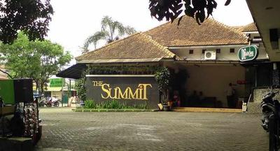 The Summit Factory Outlet