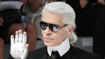 Jadi Ciri Khas, Ini Alasan Kenapa Karl Lagerfeld Selalu Pakai Sarung Tangan