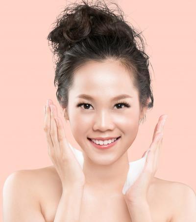 1. Membersihkan Wajah Sebelum Mulai Makeup