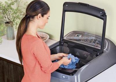 Merasa Baju Tak Bersih? Cara Mencuci Baju yang Salah Bisa Jadi Penyebabnya!