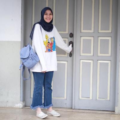 OOTD Hijabers dengan Sweater Kekinian yang Stylish, Pas untuk Hangout!