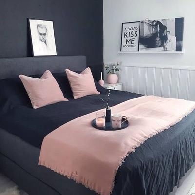 Kamar Tidur Nyaman Dengan Warna Abu-Abu dan Pink