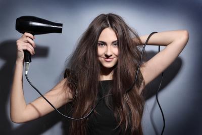 4 Trik Rahasia Mengeringkan Rambut dengan Cepat agar Enggak Telat ke Kantor