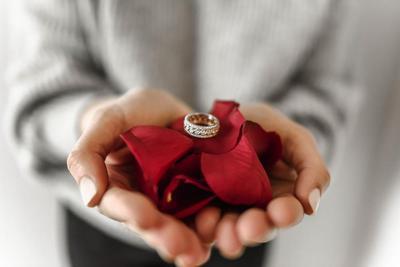 Tips Memilih Cincin yang Tepat untuk Hari Pertunangan