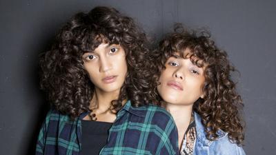 Gampang Kok!, Bikin Rambut Keriting Natural Tanpa Terlihat 'Lebay'