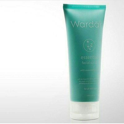 2.Wardah Essential Face Scrub