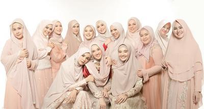 Tampil Makin Fresh, Intip Inspirasi 5 Gamis Warna Peach ala Hijabers Ini