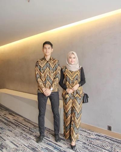 Kombinasi Gamis Batik dengan Berbagai Model untuk Hijabers  dbc7f9c6e9
