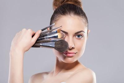 Jangan Asal Pilih, Ini Alasan Kamu Harus Punya Kuas Makeup Berkualitas