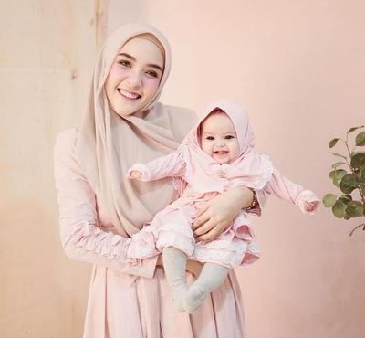 6 Gaya Hijabers Moms Masa Kini yang Fashionable, Simpel dan Kece Abis!
