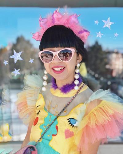 8 Gaya Quirky Diana Rikasari, Blogger yang Patung Lilinnya Dipamerkan di Swiss