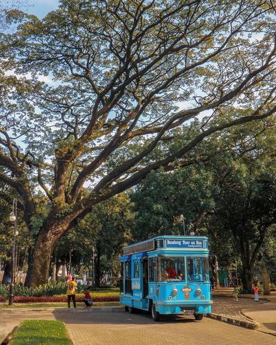 Menjelajahi Kota Bandung dengan Bandros