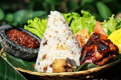 Resep Nasi Liwet Makanan Khas Sunda yang Pas Dinikmati Bareng Keluarga