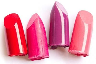 Menentukan Warna Lipstik