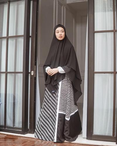 Monokrom Hijab