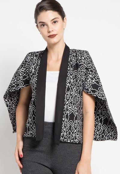 Style Tips: Padu Padan Outer Batik untuk Tampil Kasual Hingga Formal