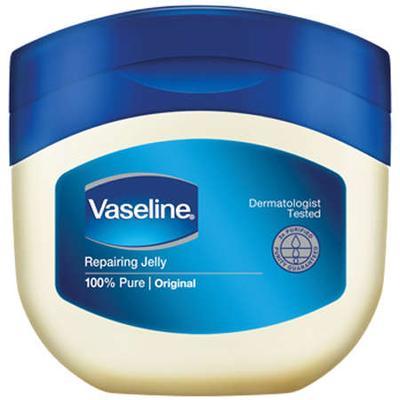 Manfaat Vaseline Petroleum Jelly untuk Alis, Bikin Tebal Lebih Cepat!