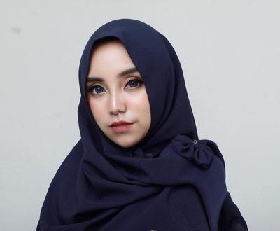 Mengenang Gaya Busana Salmafina Sunan dengan Hijab Syar I yang Santun