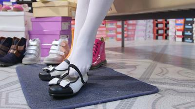 Bosan dengan Sepatu Hitam yang Monoton, Coba 5 Jenis Flat Shoes ini untuk ke Sekolah!