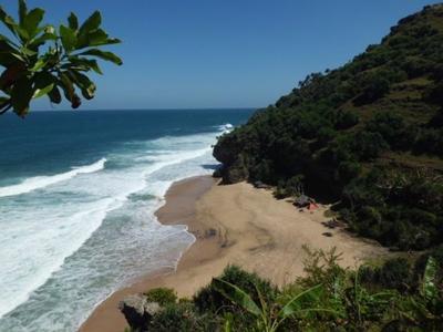 2. Pantai Seruni