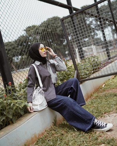 1. Tampil Chic dengan Celana Jeans Kulot