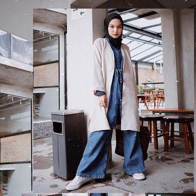 6. Tampil Modis dengan Jumpsuit Kulot Jeans