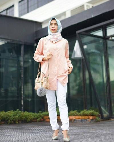 5. Tampil Elegan dengan Celana Jeans Putih