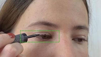 Tentukan Posisi Eyeliner