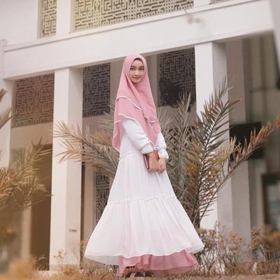 6 Selebgram Cantik Tetap Modis dan Santun dengan Hijab Syar'i