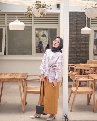 Begini Mix And Match Pakai Celana Warna Mustard Biar Makin Trendy, Girls!