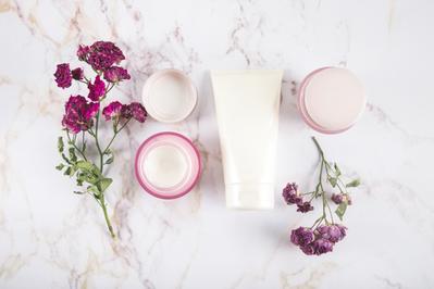 Meski Ekonomis, Amankah Membeli Skincare dalam Kemasan Share in Jar?