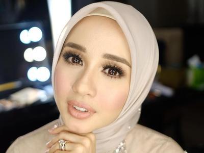 Tampil Cantik ala Laudya Cynthia Bella dengan Mix and Match Busana Warna Pastel