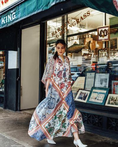 Gak Kalah dari Princess, Ini Fashion Style Berkelas ala Luna Maya