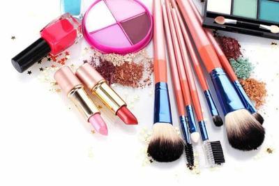 2.  Alat Makeup Jarang Dibersihkan